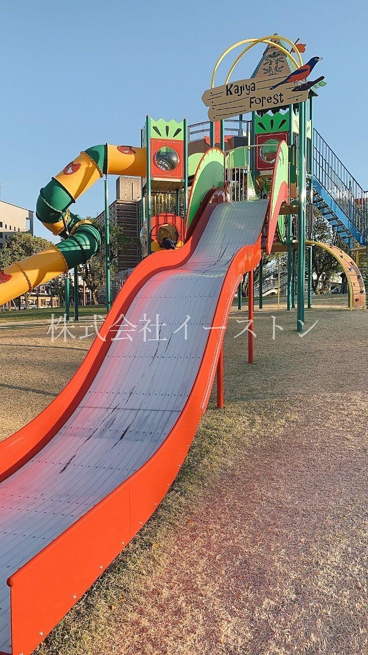 鹿児島市加治屋町、市立病院跡地にできた加治屋まち杜公園の大きな滑り台