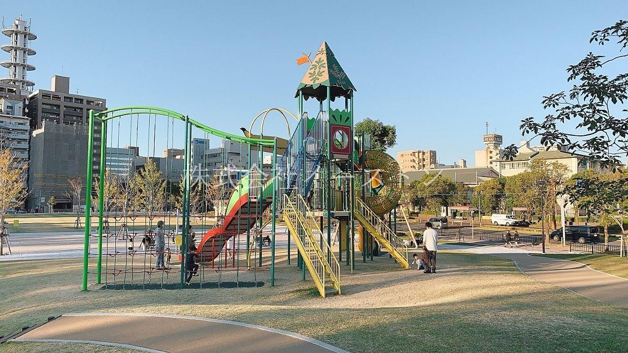 鹿児島市加治屋町、市立病院跡地にできた加治屋まち杜公園の大きな遊具