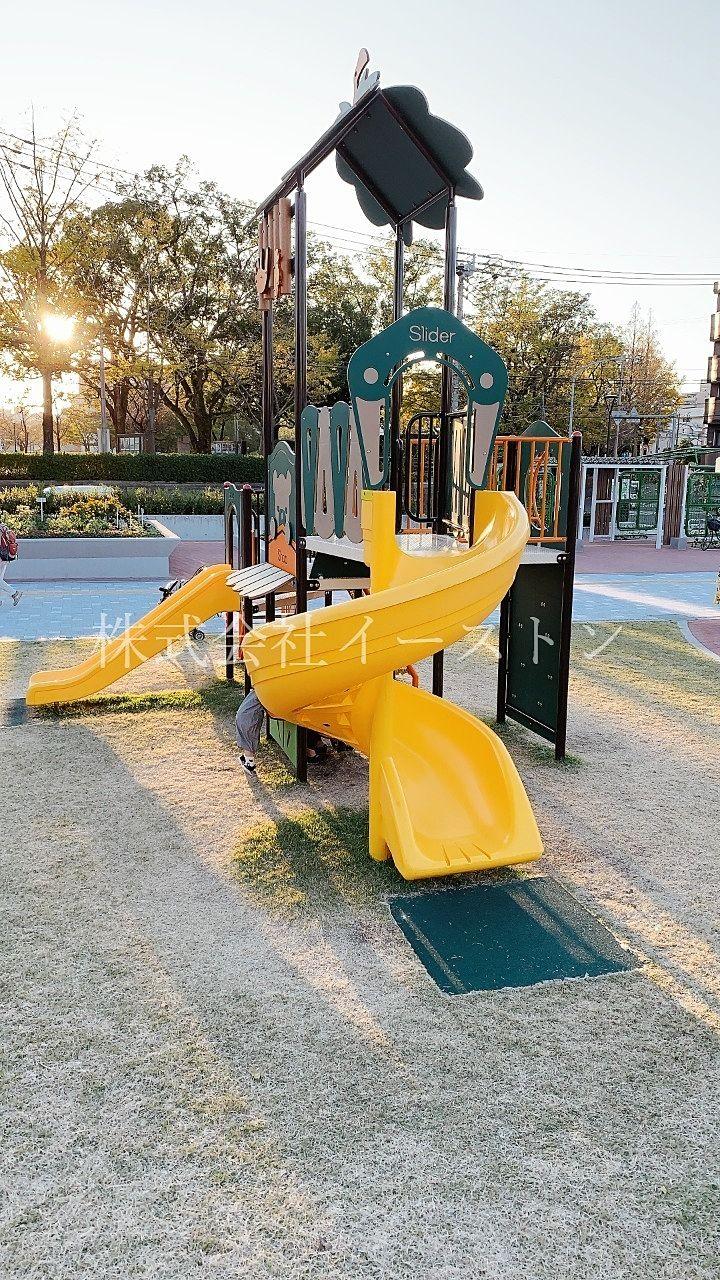 鹿児島市加治屋町、市立病院跡地にできた加治屋まち杜公園の小さな滑り台